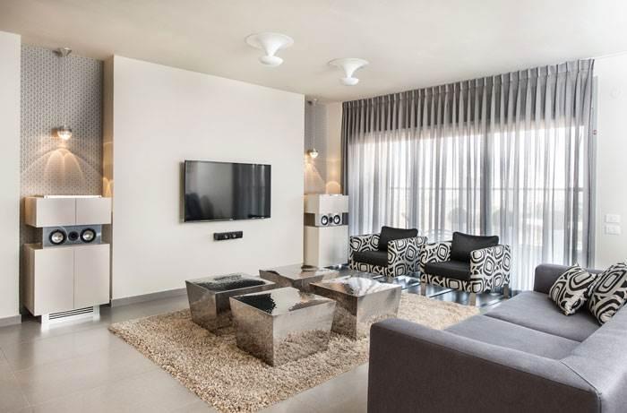 הסוואת חוטי הרמקולים בארונות או ישירות דרך הקיר | צילום: יח