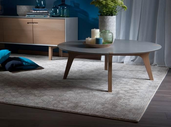 לחדר השינה מתאימים שטיחים בהירים, רכים ושעירים שילטפו את הרגליים היחפות ויוסיפו חמימות.  | צילום: יחצ fibers