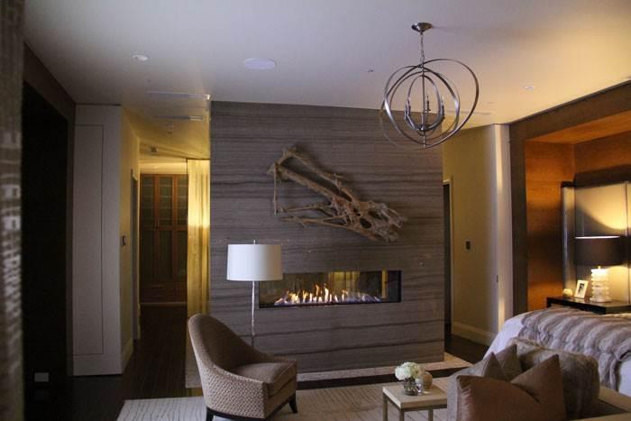 הכניסו לחדר אח מבוערת. היא תעניק חום, אור רך וטונות של אווירה | קרדיט: אורטל פתרונות חימום