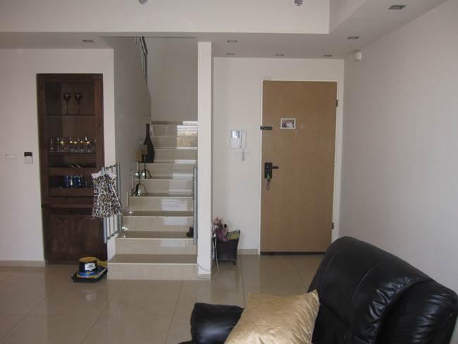מבואת הכניסה לפני השדרוג, היוותה חלק ישיר מן הסלון