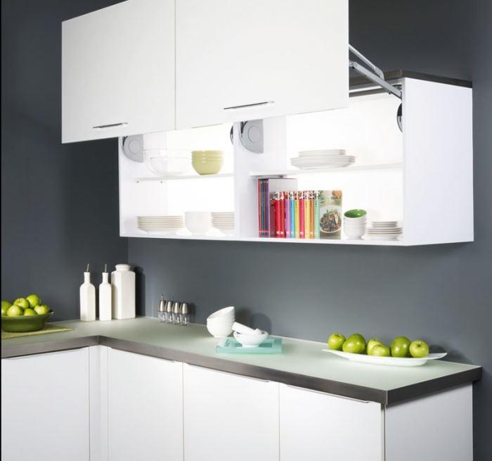 פרזול טוב במטבח עושה את כל ההבדל. בתמונה: אפשרות להחלפת חזיתות במנגנון קלאפה של יעד פרזול (צילום: יח
