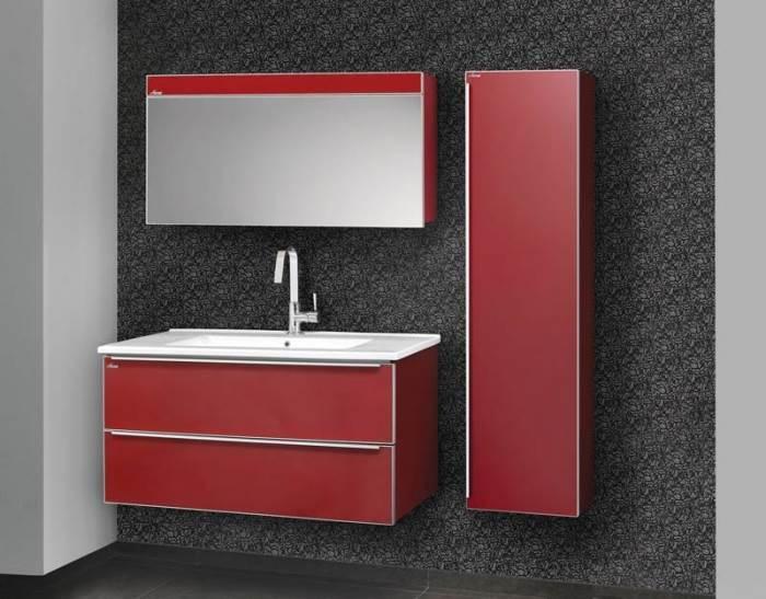 קווים מינימליסטים וגימור אדום מבריק בארון האמבטיה מדגם