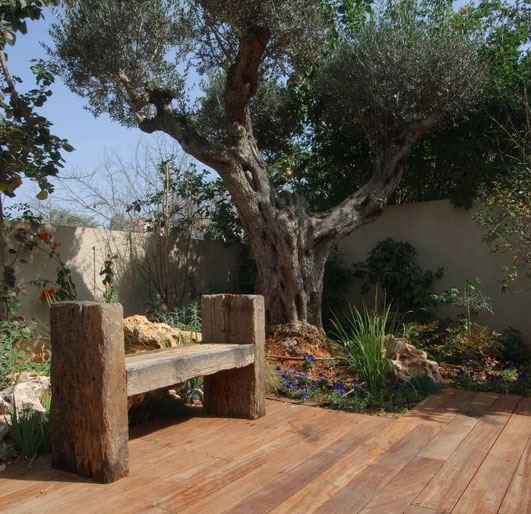 אדני הרכבת משמשים גם כריהוט מעוצב לגינה. ספסל העשוי אדני רכבת של חברת מי השרון (צילום:יח
