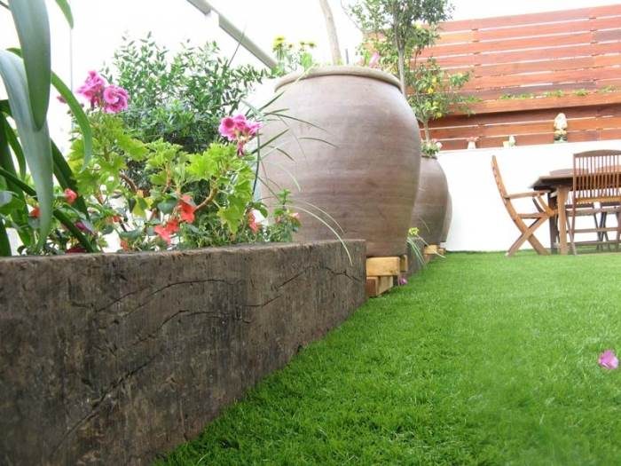 מעניקים לגינה מראה טבעי ואוירה כפרית. אדני רכבת בגינה בעיצובה של חברת