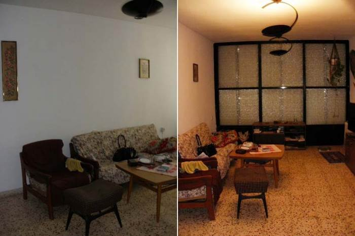 כך זה נראה לפני. החלון חשוף, הקירות ריקים מתמונות, הרצפה נטולת שטיחים וריהוט מינימלי ביותר. הסלון לפני השיפוץ