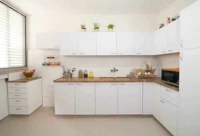 החזיתות הוחלפו בעלות של 3000 ¤, קרמיקה בעלות של 350 ¤ הותקנה מחדש ואביזרי עיצוב בשילוב הסדר והניקיון יצרו מהפך אדיר. המטבח לאחר השיפוץ