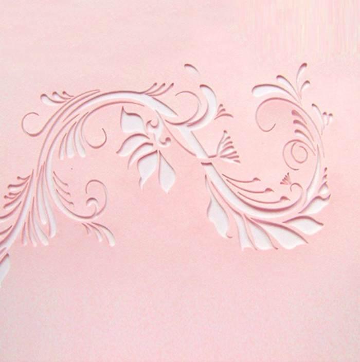 לפני שאתם מצמידים אותה לקיר, חשבו היטב על המיקום. שבלונה עם עיטורי פרחים (צילום: לייזרקאט4)