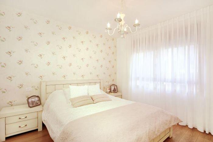 לחדר השינה כדאי לשלב וילון במראה רך ואלגנטי. חדר שינה בעיצוב or-tal עיצוב ותכנון פנים