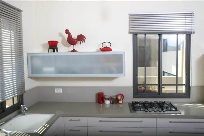בעת בחירת משטח השיש למטבח כדאי לחשוב על שיקולים של מראה, עמידות בפני כתמים, עלויות ועוד