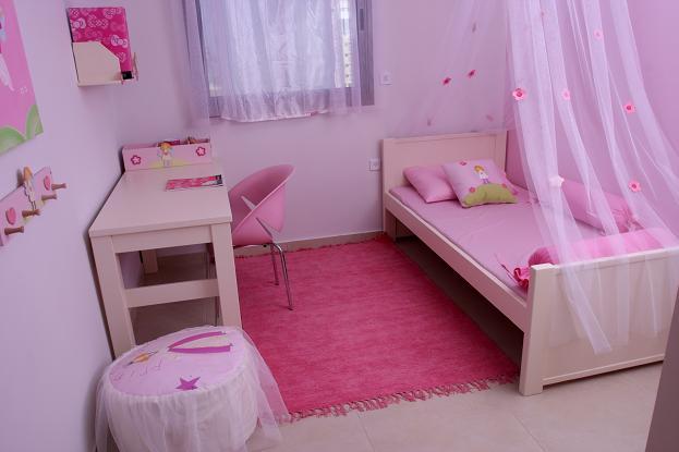 ניתן להתאים את צבע הטפט למינו של הילד, חדר שינה מבית קונספט עיצובים