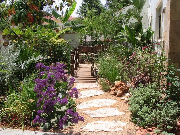חשוב שתכנון הגינה החדשה יחל במקביל לתכנון החדש של ביתכם, גן בעיצובה של רויטל לוריא