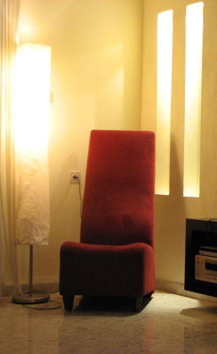 חשוב לבדוק האם גוף התאורה מסנוור או יוצר הצללות לא נעימות בחדר, תאורה בחלל שעוצב על ידי אדריכלית הפנים טלי מאיס