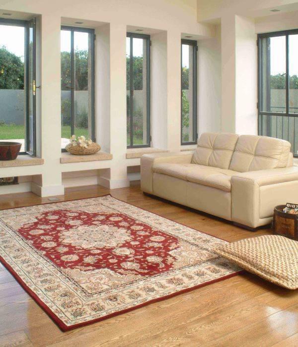"""""""ככל ששטיח צפוף ונמוך יותר, כך הוא עמיד בפני שחיקה ולכלוך"""", שטיח בחלל שעוצב ע""""י דן והילה ישראלביץ'"""