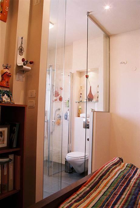 חדר מקלחת בחדר הורים