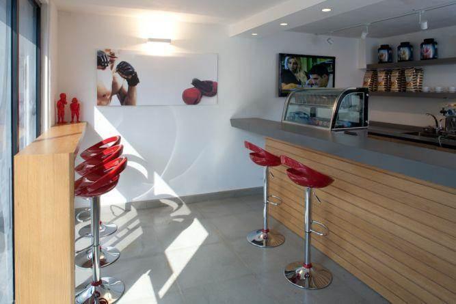 בית קפה בסגנון מודרני בעיצוב של Niego Design