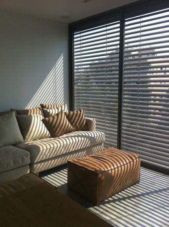 עיצוב סלון בדירה אורבנית בסגנון מודרני של Niego design