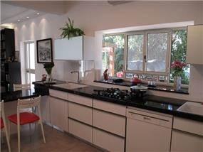 מטבח מודרני בתכנון סטודיו BENE