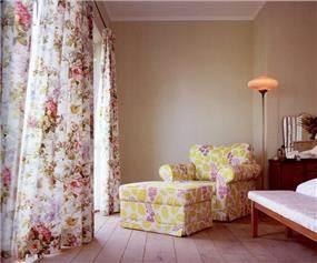 חדר שינה בתכנון יונתן מונג'ק אדריכלים, צילום: שי אדם, מתוך ספרה של אורלי רובינזון - ''יונתן מונג'ק''