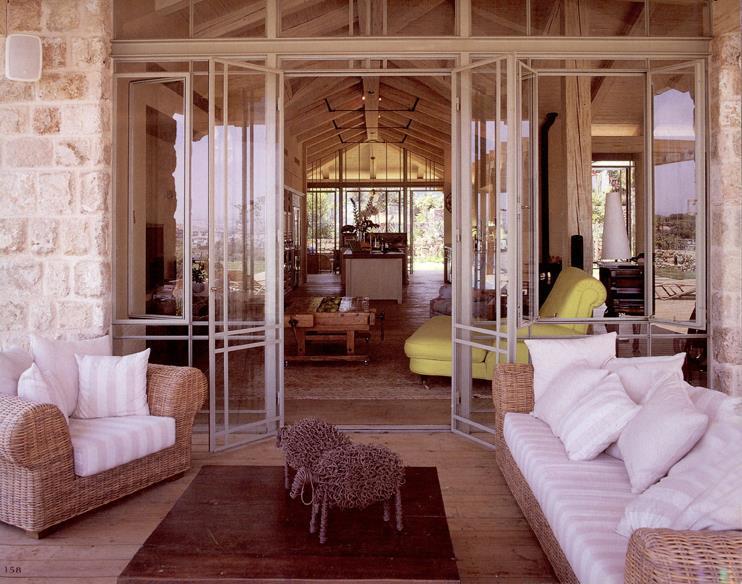 מרפסת - יונתן מונג'ק אדריכלים, צילום: שי אדם, מתוך ספרה של אורלי רובינזון - ''יונתן מונג'ק''