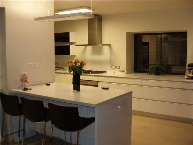 מטבח מודרני - ג'ודי פררה - תכנון אדריכלי ועיצוב פנים