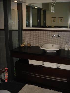 חדר אמבטיה בתכנון אדריכלי ועיצוב פנים ג'ודי פררה