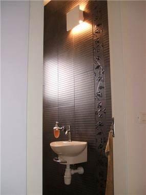 """דירה בתל-אביב, 105 מ""""ר, החדר הכי חשוב בבית, שירותי אורחים (:"""