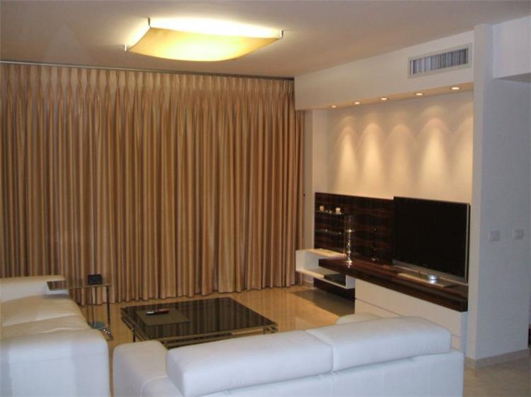 """דירה בתל-אביב, 105 מ""""ר, מבט לסלון."""