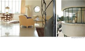 מבט מבפנים ומבחוץ לפינת אוכל וסלון בסגנון קלאסי. עיצוב: גולני אדריכלים