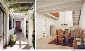 פינת אוכל בסגנון כפרי ומבט אל הכניסה לבית גלילי בעיצוב גולני אדריכלים