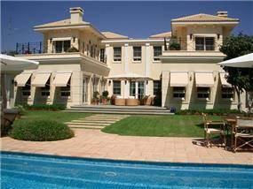 חזית בית בסגנון קלאסי בתכנון יולי וסרג' בן דוד