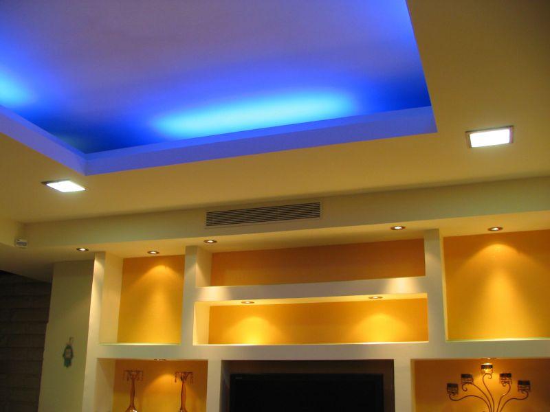 תקרה מונמכת עם אור כחול, עיצוב סיגל נייגרציק אבירם