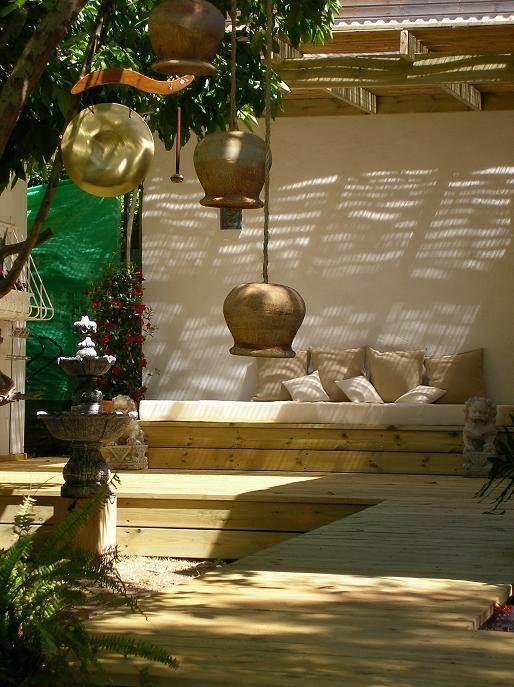 חצר בבית פרטי - במת פינוקים