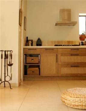 מטבח בבית במושב רינתיה בעיצוב ניצן הורוביץ