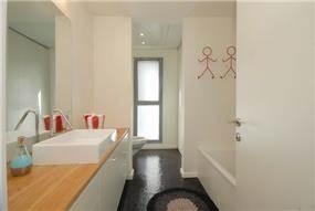 חדר אמבט ,עוצב בשיתוף עם המעצבת רויטל תירוש