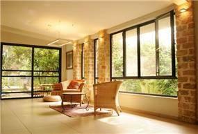 סלון בבית במושב רינתיה -ניצן הורוביץ מעצב