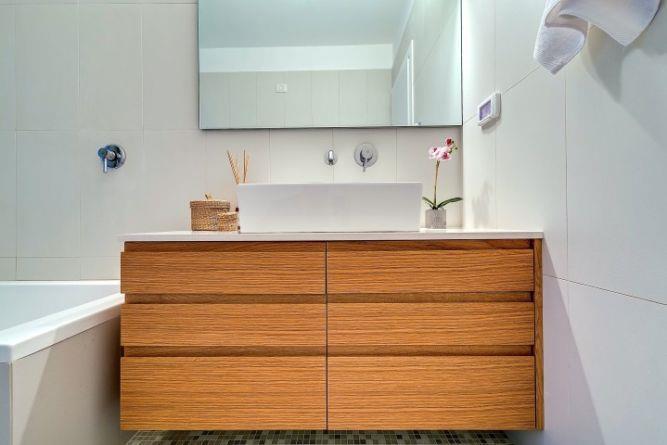 חדר אמבטיה בעיצובו של ניצן הורוביץ