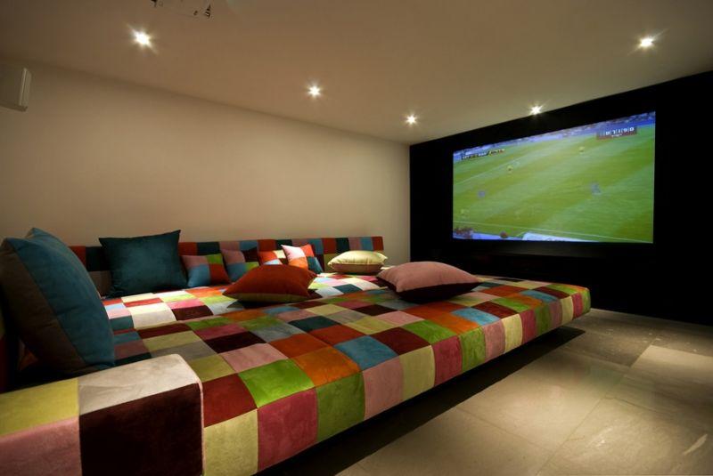חדר קולנוע ביתי בתכנון גיא וליקסון ודודי עזוז, צילום: מושי גיטליס