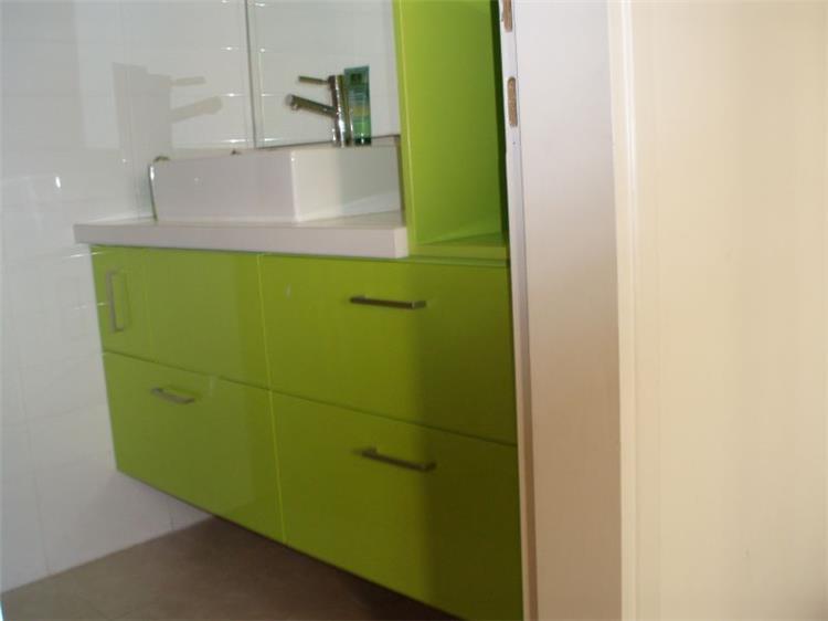 חדר אמבט בירוק מנטה מרענן בהיר וקליל
