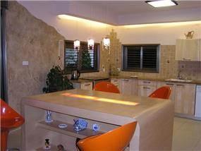 חלל פתוח מטבח סלון פינת אוכל בדירה