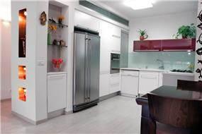 """מטבח מודרני בדירה משופצת בבלי, ת""""א"""