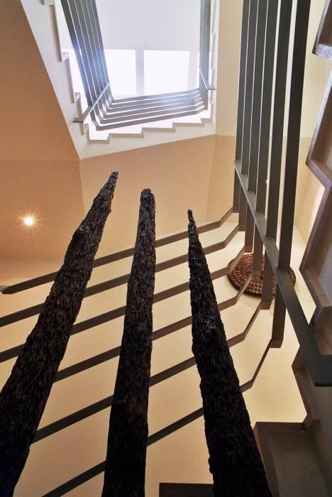 חלל מדרגות בתכנון נורית לשם (צילום: אורי סיון)