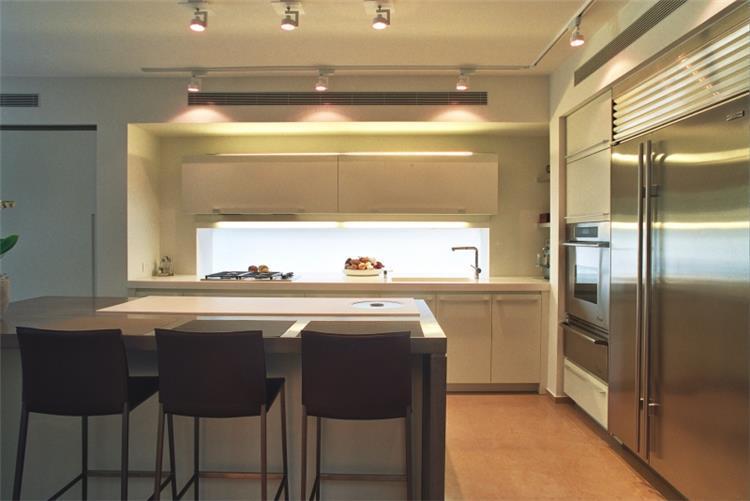 מטבח בתכנון נורית לשם (צילום: אורי סיון)