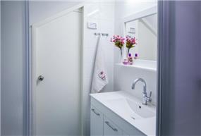 חדר אמבטיה קלאסי, נורית אמויאל - מעצבת פנים