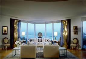 חלל מגורים בתכנון יוסי פרידמן במיאמי, פלורידה