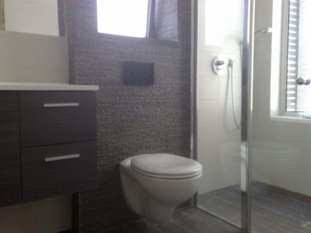 עיצוב מקלחת הורים, לימור עובד, אדריכלות ועיצוב
