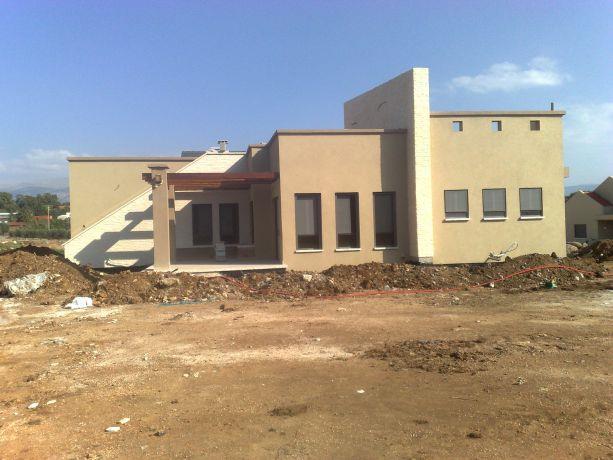 חזית בית פרטי בבניה