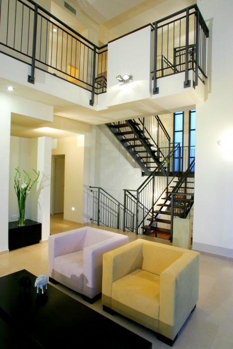 חלל מגורים בבית דגן בתכנון אדריכל יואב מסר