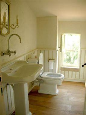 חדר אמבטיה בתכנון אדריכל נסטור סנדבנק