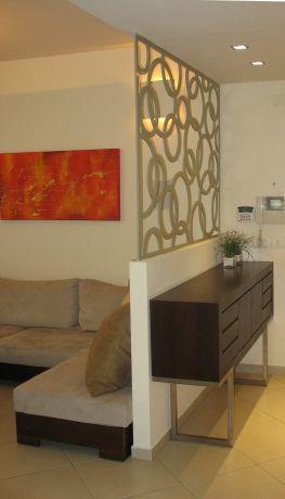 קיר מעוצב בכניסה לדירת גן - מאיה שפיר עיצוב פנים  - MS