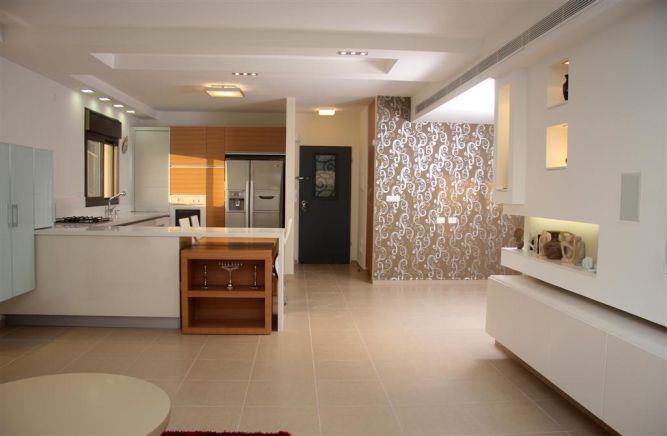 מבט מהסלון למטבח- דלית ונגרובסקי עיצוב פנים וסטיילינג